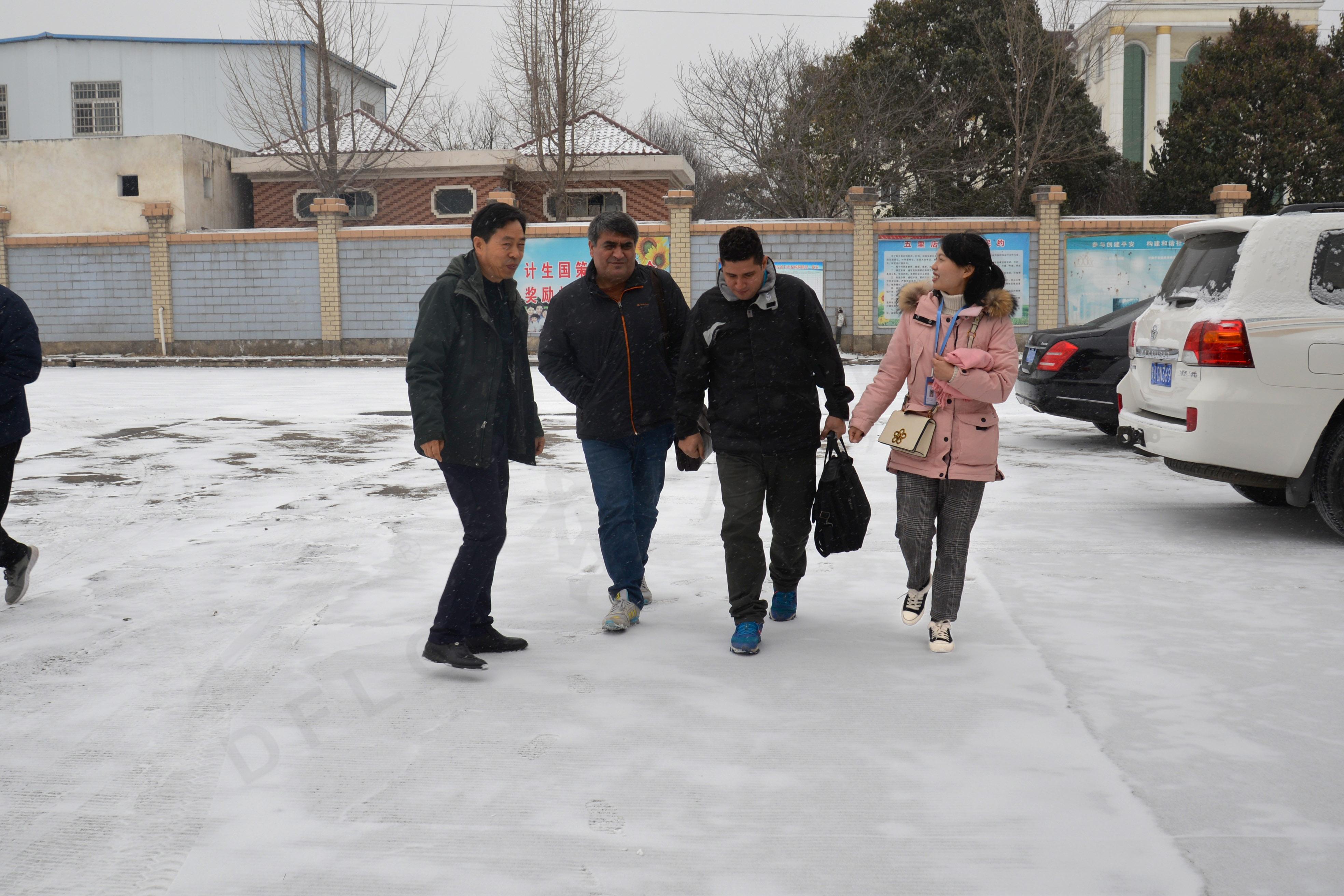 伊朗客户到东方炉衬洽谈耐火砖采购项目